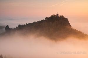 Papststein im Nebel