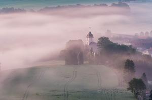 Die Kirche im Nebel