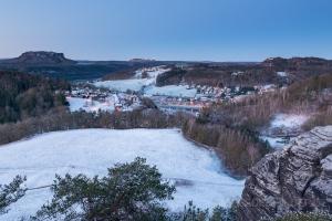 Blick auf Rathen im Winter