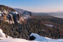 Breite Kluft im Winter