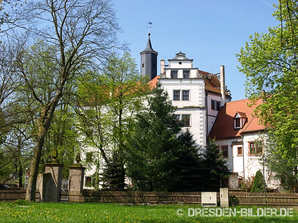 Wasserschloss Podelwitz im Frühling